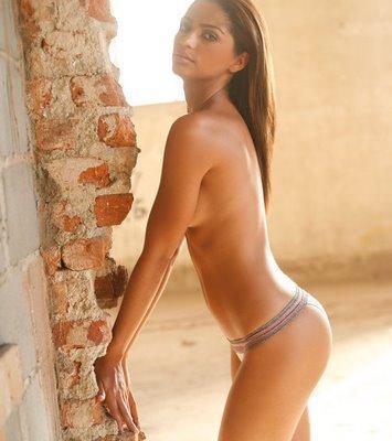 camila-alves-nude_355x400.jpg