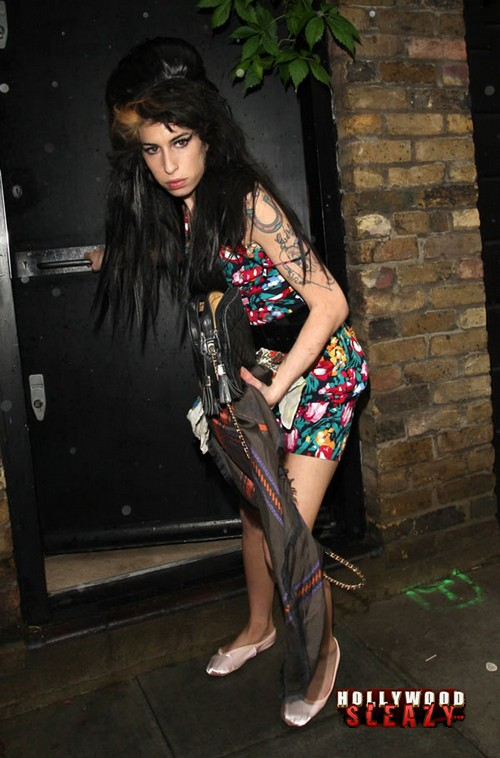 amy-winehouse-upskirt-2