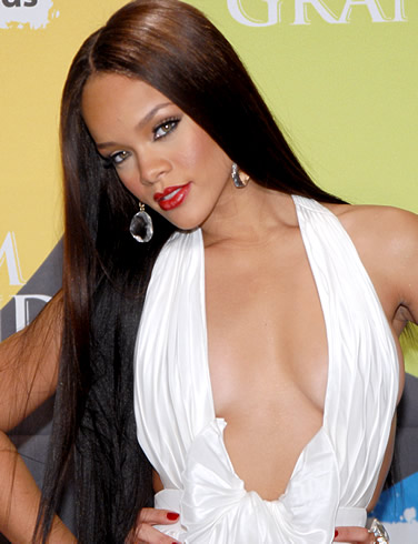 rihanna-without-bra