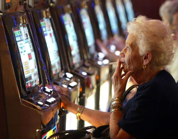 gambling_old_pussy